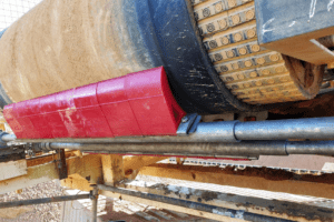 DYNA Engineering Conveyor Belt Scraper On-site